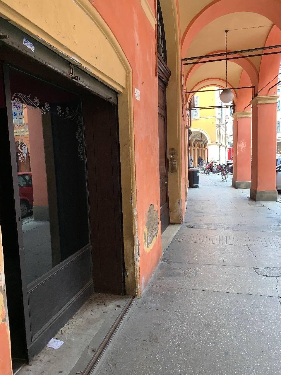 Negozio in affitto Modena Centro storico