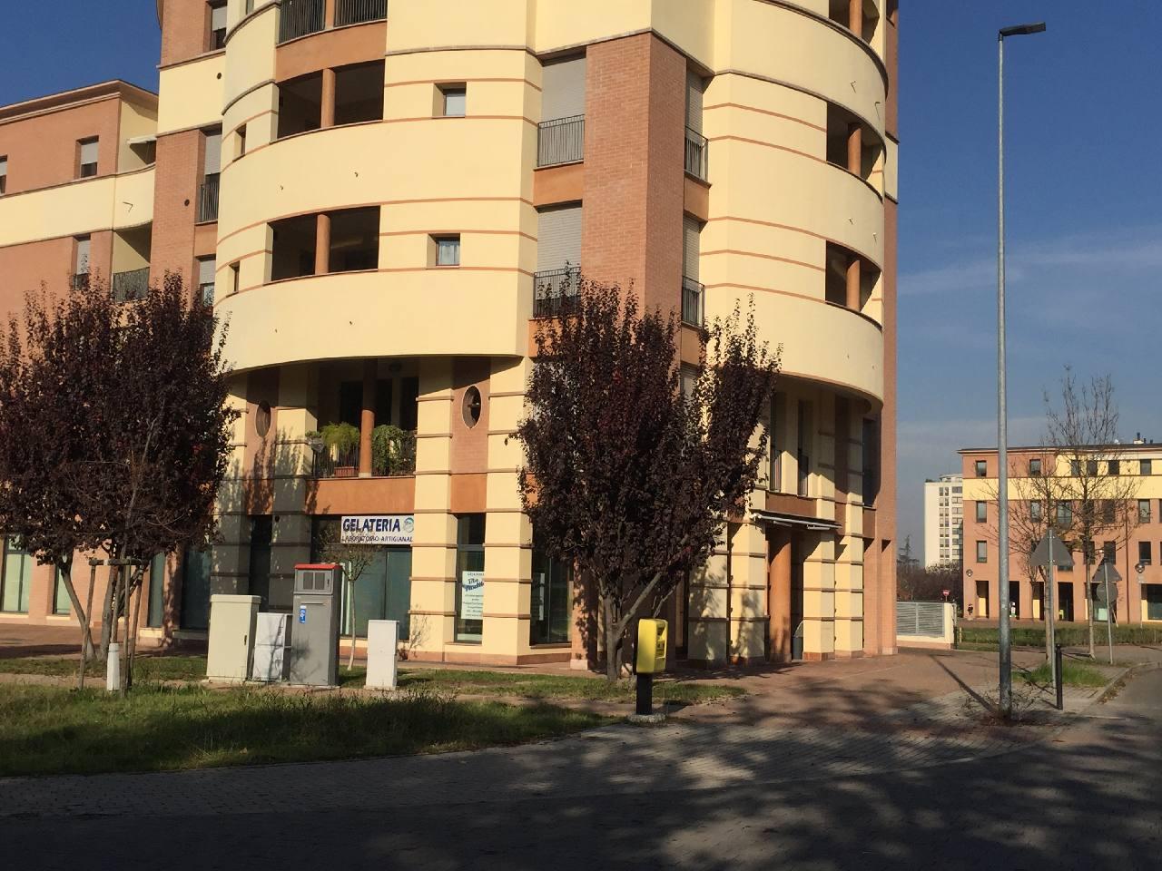Negozio in affitto Modena Zona Corassori