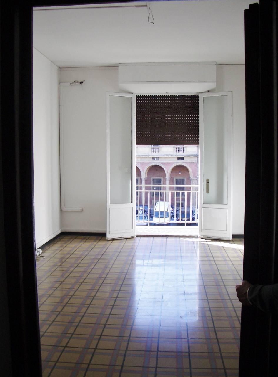 Ufficio / Studio in affitto a Bologna, 1 locali, zona Zona: 1 . Centro Storico, prezzo € 420   CambioCasa.it