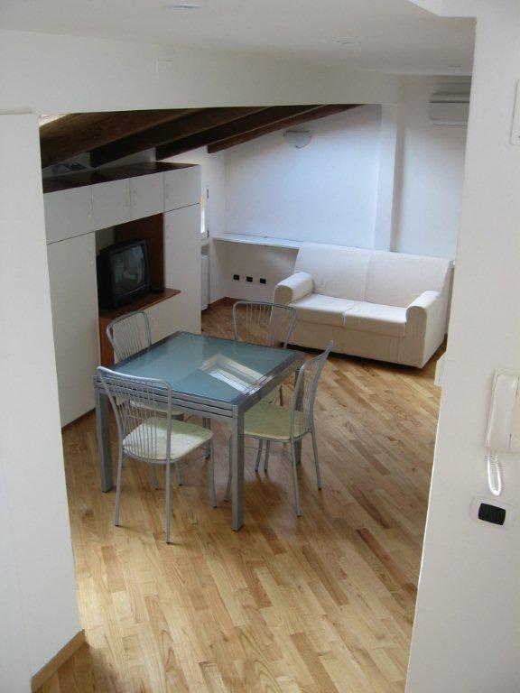 Appartamento in affitto a Bologna, 9999 locali, zona Zona: 1 . Centro Storico, prezzo € 1.200 | Cambio Casa.it