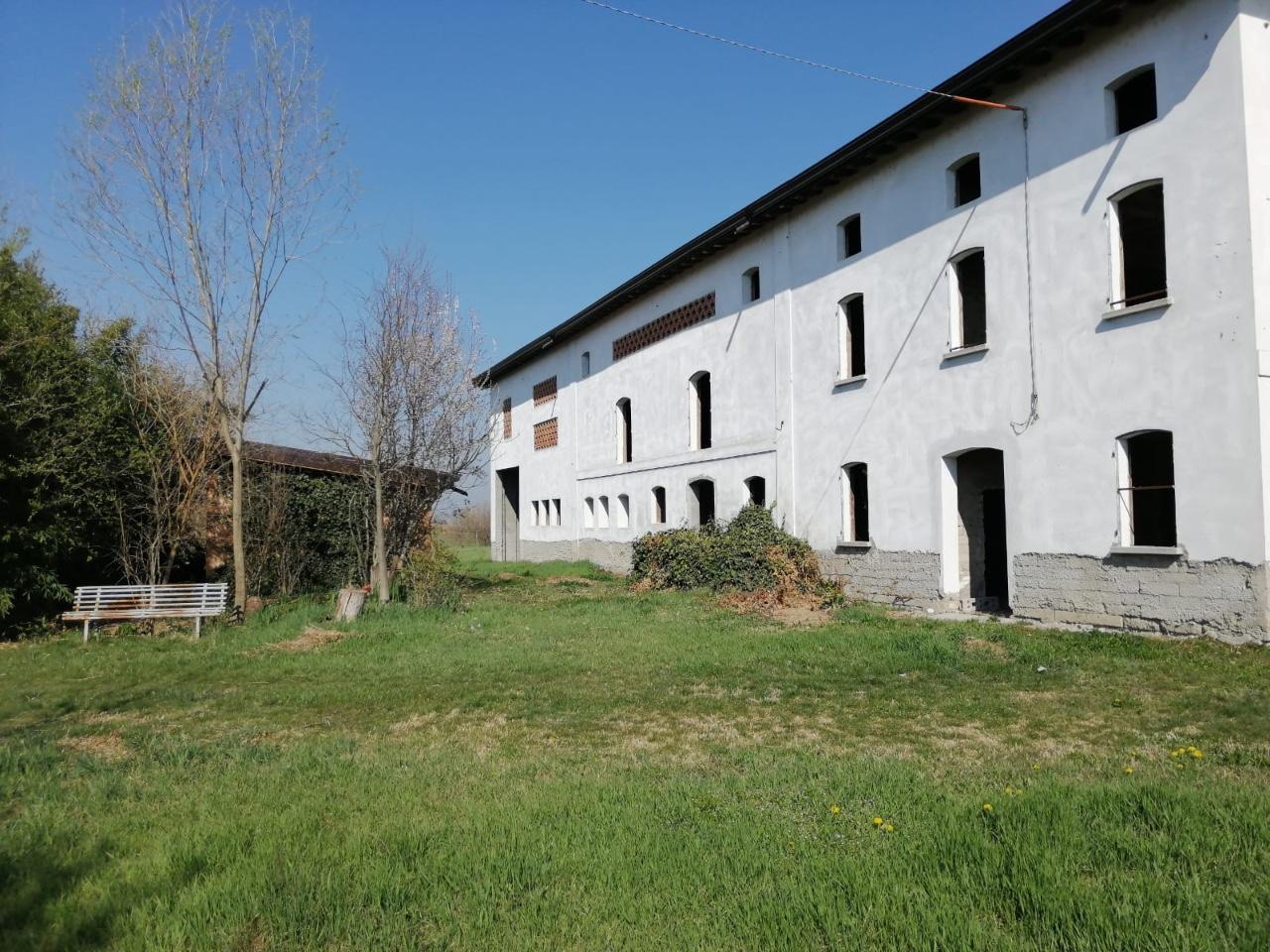 Casa Colonica in vendita Cadelbosco di Sopra