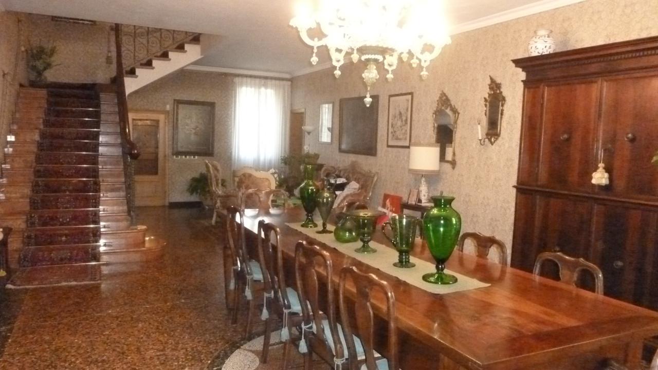 Villa Indipendente in vendita Modena Zona Modena Est