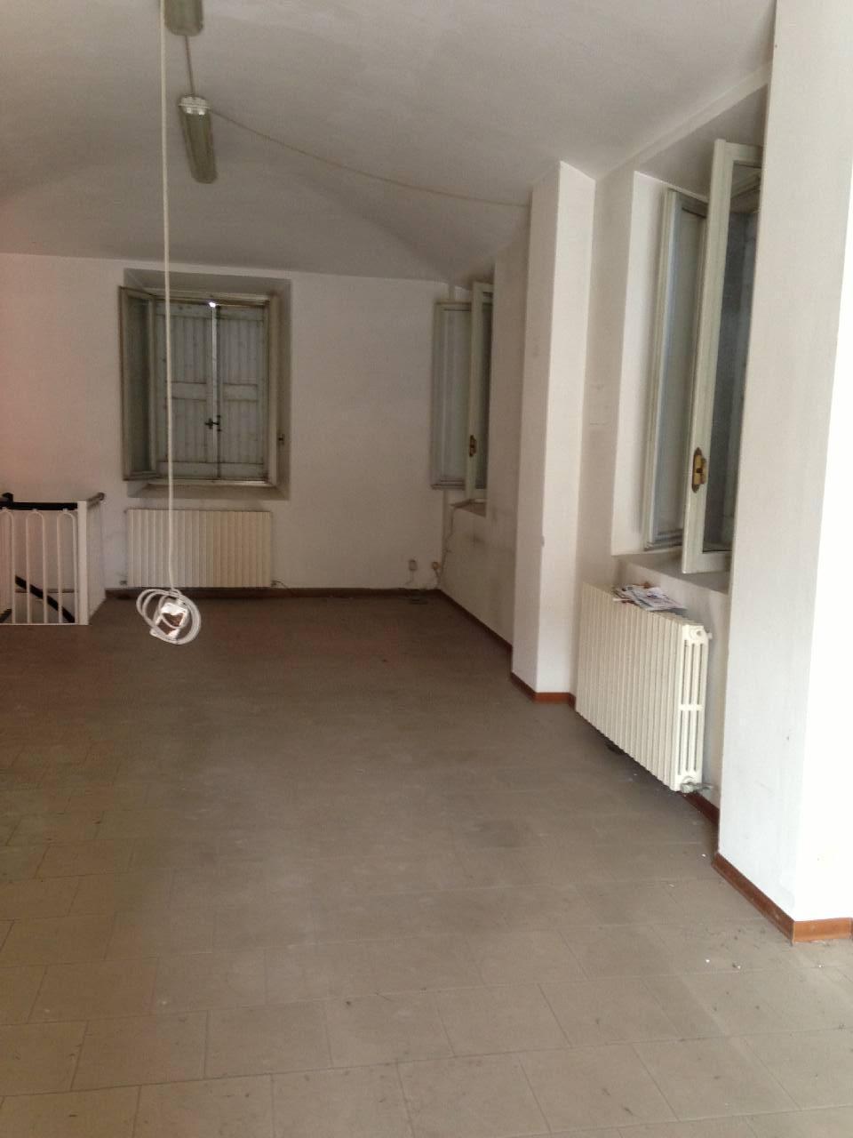 Negozio in affitto Modena Zona Baggiovara