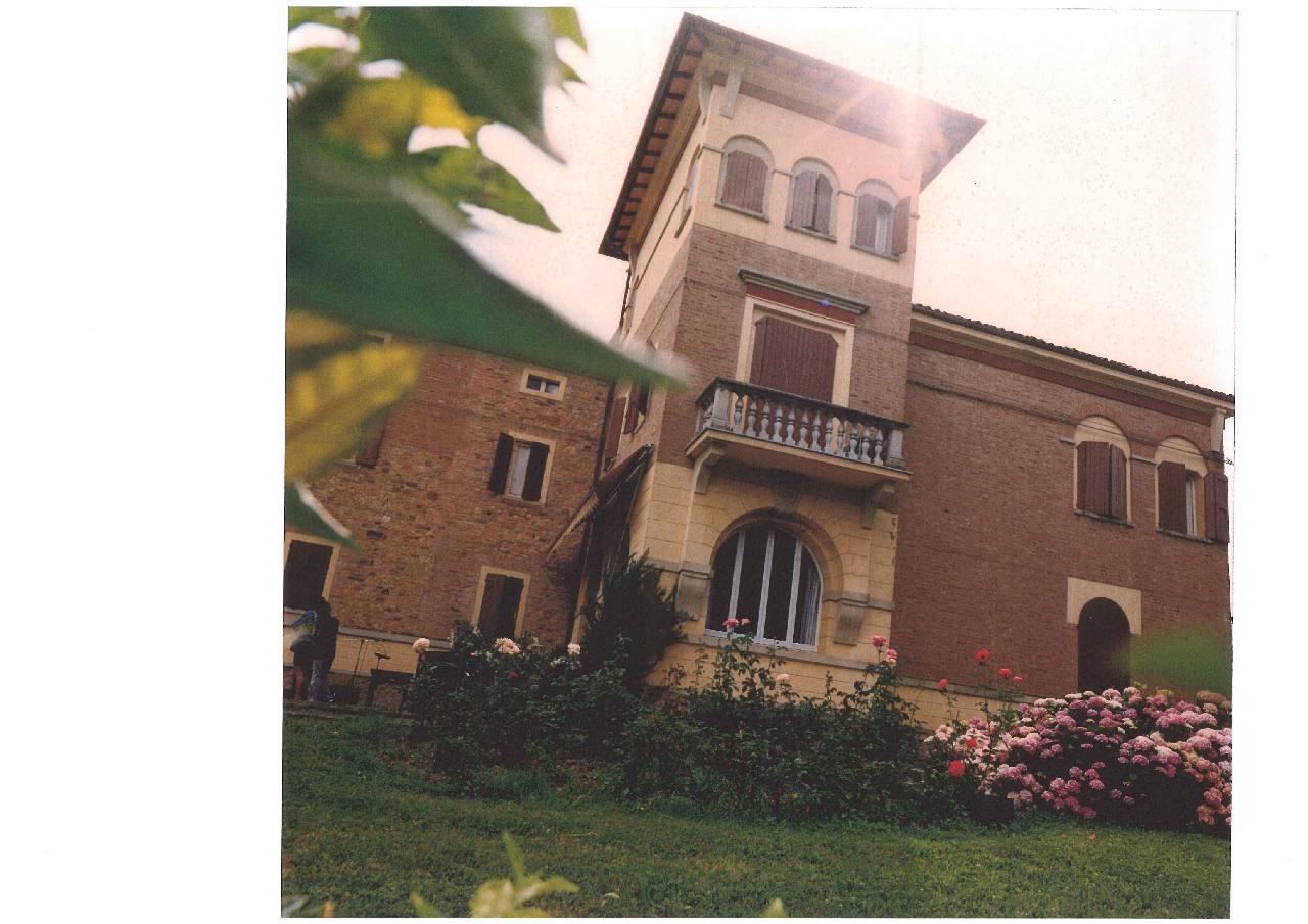 Podere (casa + Terreno) in vendita Maranello