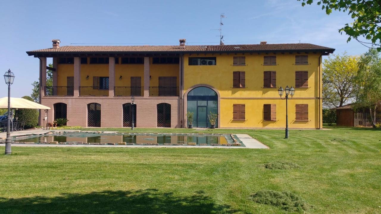 Rustico in vendita Reggio Emilia Zona San Bartolomeo