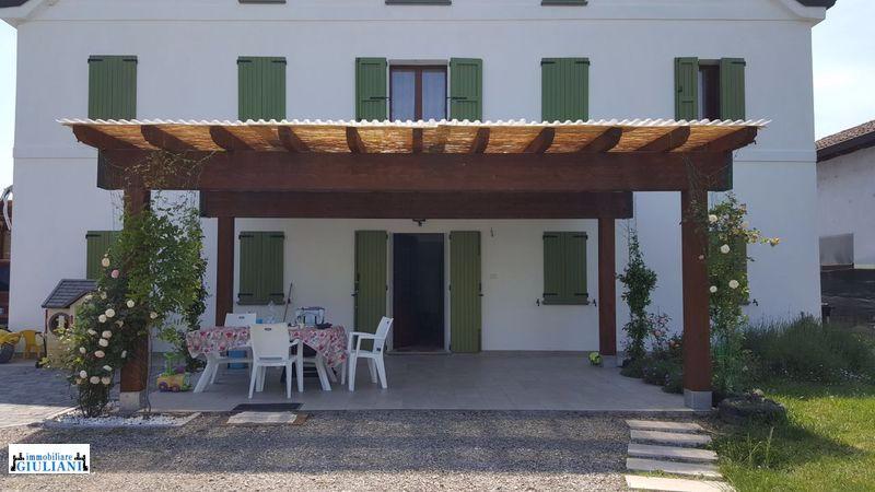 Rustico in vendita Reggio Emilia Zona Roncocesi