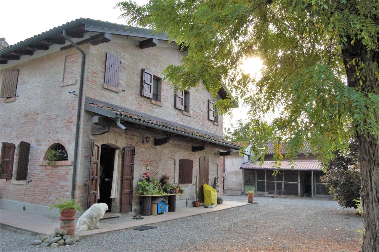 Podere (casa + Terreno) in vendita Minerbio