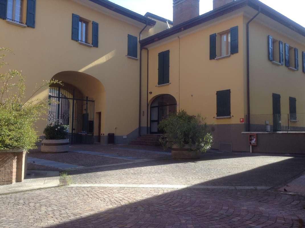 Negozio in vendita Bologna Zona Costa