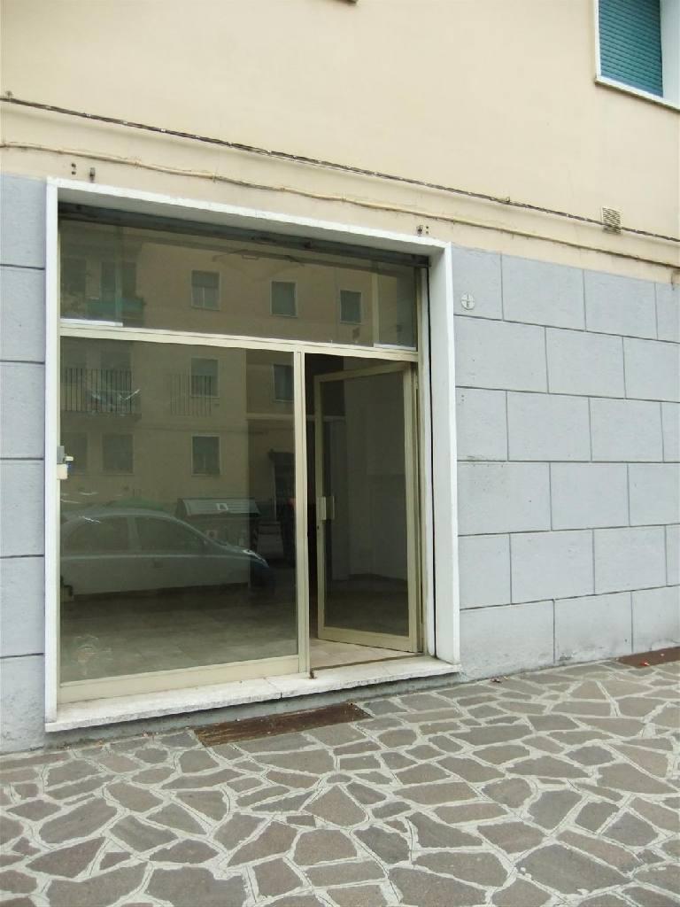 Negozio in affitto Bologna Zona Massarenti
