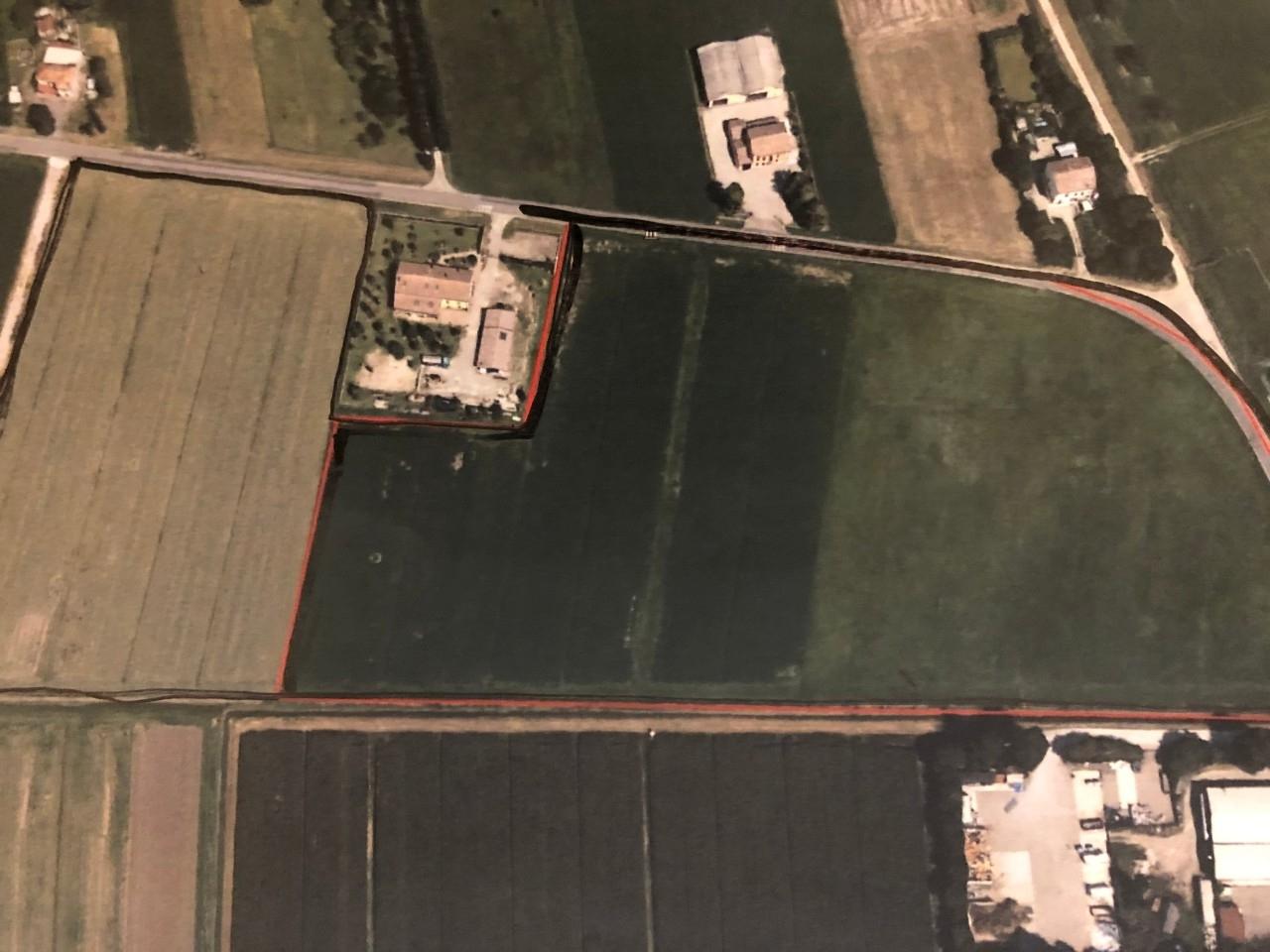 Podere (casa + Terreno) in vendita Reggio Emilia Zona Fogliano