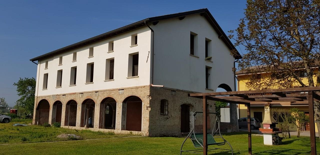 Rustico in vendita Reggio Emilia Zona Coviolo