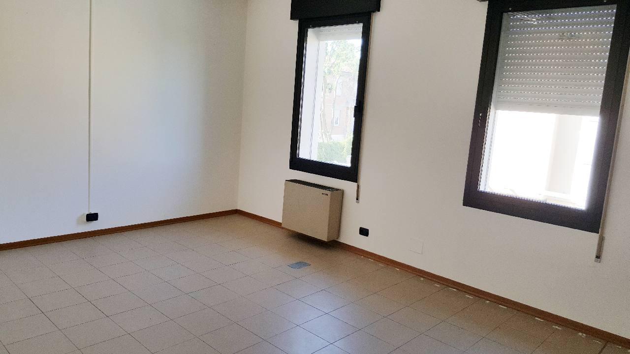 Ufficio in affitto Reggio Emilia Zona Ospizio