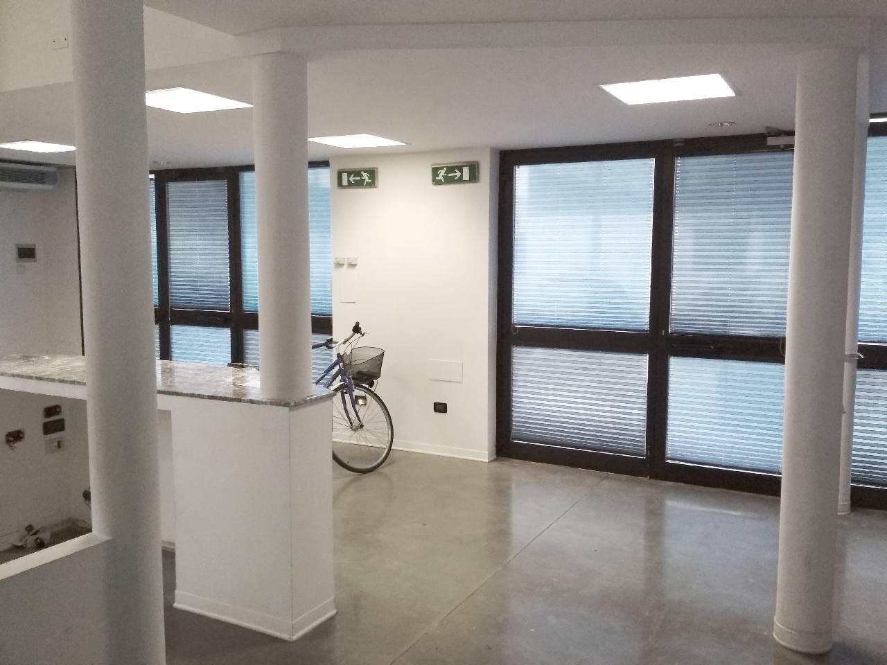Negozio in affitto Reggio Emilia Zona Ospizio