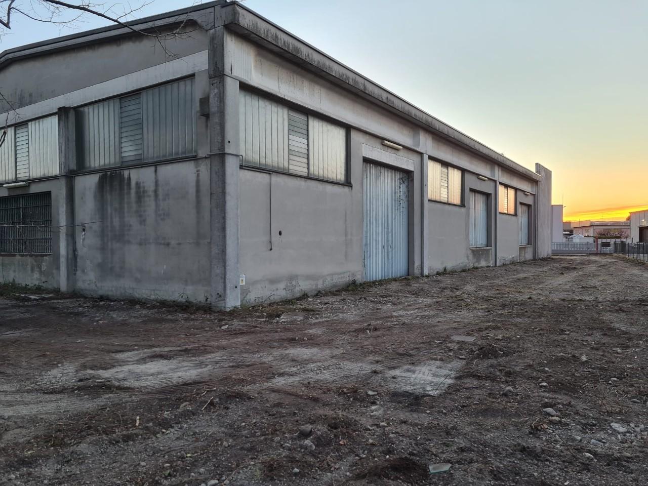 Capannone in vendita Parma Zona Moletolo