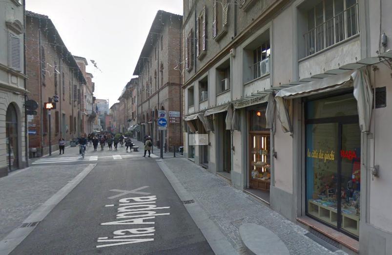 Negozio in affitto Imola